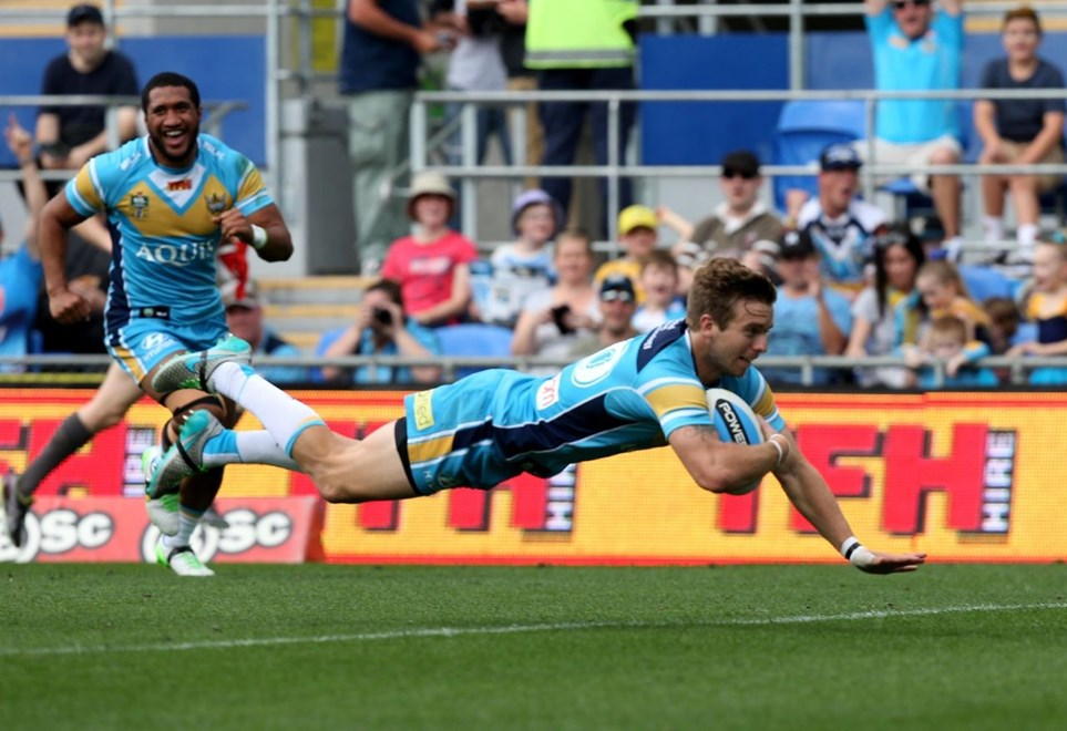 Kane Elgey scores for the Titans : Digital Image by Charles Knight copyright NRLphotos. NRL Rugby League, Gold Coast Titans v Canberra Raiders, Cbus Super Stadium, August 23rd, 2015.