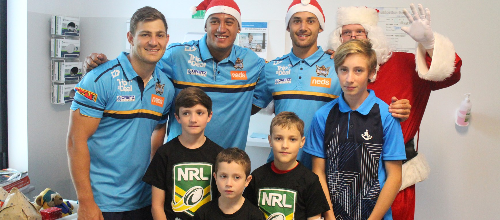 Titans visit GCUH to deliver gifts